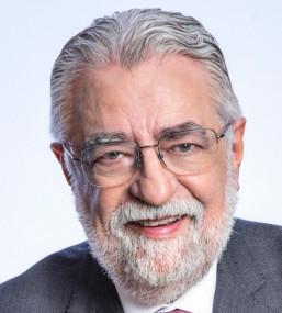 Dr. César Eduardo Fernandes